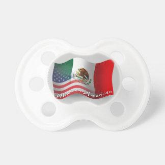 Bandera que agita mexicana-americano chupetes para bebés