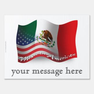 Bandera que agita mexicana-americano señal