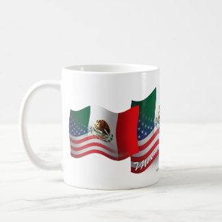 Bandera que agita mexicana-americano taza de café