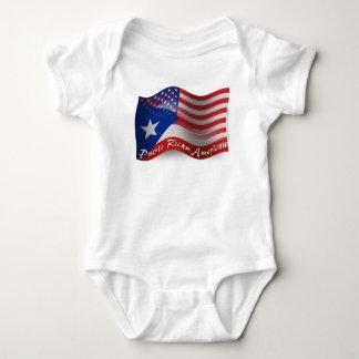 Bandera que agita Rican-Americana de Puerto Body Para Bebé