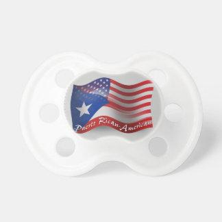 Bandera que agita Rican-Americana de Puerto Chupetes Para Bebés