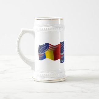 Bandera que agita Rumano-Americana Jarra De Cerveza