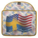 Bandera que agita Sueco-Americana Fundas Para Macbooks