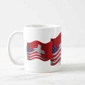Bandera que agita Suizo-Americana Taza Básica Blanca
