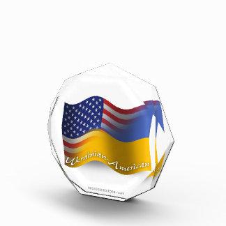 Bandera que agita Ucraniano-Americana