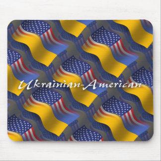 Bandera que agita Ucraniano-Americana Mouse Pads