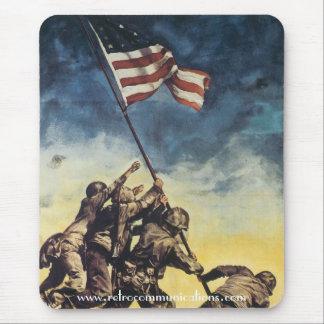 Bandera que aumenta sobre Iwo Jima Tapetes De Raton
