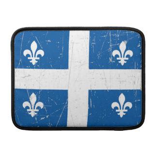Bandera rascada y rasguñada de Quebec Funda MacBook