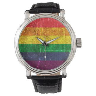 Bandera rasguñada y llevada del arco iris del reloj de mano