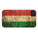 Bandera rasguñada y llevada del húngaro del vintag Case-Mate iPhone 4 protectores