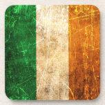 Bandera rasguñada y llevada del irlandés del vinta posavasos de bebida