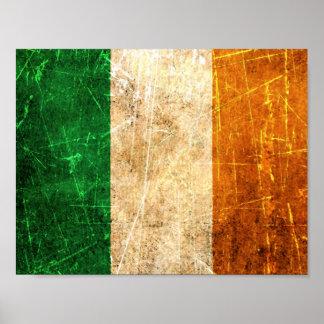 Bandera rasguñada y llevada del irlandés del vinta póster