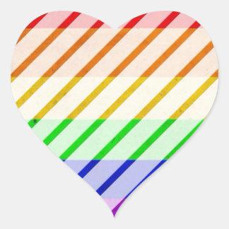 Bandera rayada del orgullo gay pegatina en forma de corazón