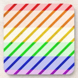 Bandera rayada del orgullo gay posavasos de bebidas