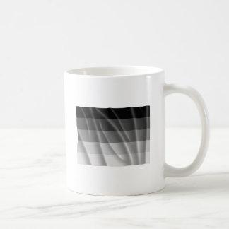 Bandera recta del orgullo que agita taza de café