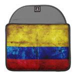 Bandera resistida de Colombia Funda Para Macbooks