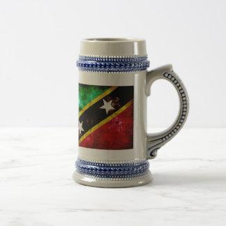 Bandera resistida de Nevis Jarra De Cerveza