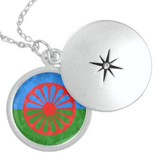 Bandera Romani Pendientes