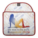Bandera rumana de la silueta del chica fundas para macbooks