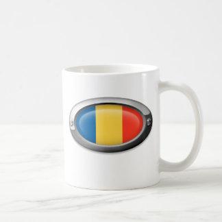 Bandera rumana en el marco de acero tazas