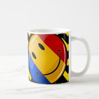 Bandera rumana sonriente taza básica blanca