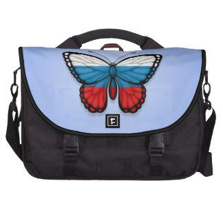 Bandera rusa de la mariposa en azul bolsas de portatil