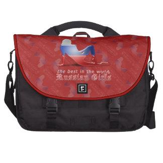 Bandera rusa de la silueta del chica bolsas de portátil