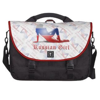 Bandera rusa de la silueta del chica bolsa de ordenador