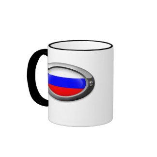 Bandera rusa en el marco de acero taza