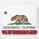 bandera Sacramento de California apenada Alfombrilla De Ratones