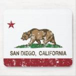 bandera San Diego de California apenada Mouse Pads