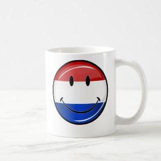 Bandera sonriente de Holanda Países Bajos Taza Clásica