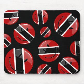 Bandera sonriente redonda brillante de Trinidad Alfombrilla De Ratón