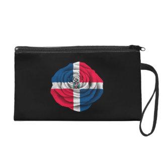 Bandera subió de la República Dominicana en negro