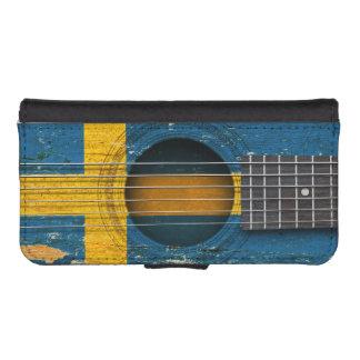 Bandera sueca en la guitarra acústica vieja carteras para teléfono