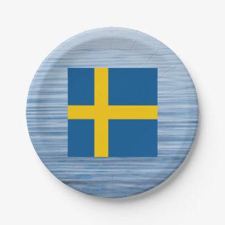 Bandera sueca que flota en el agua plato de papel de 7 pulgadas