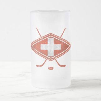 Bandera suiza del hockey sobre hielo jarra de cerveza esmerilada