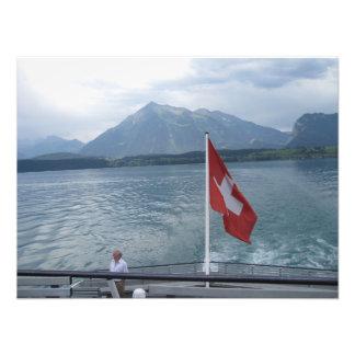 Bandera suiza en la sección posterior de una nave fotografias