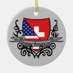 Bandera Suizo-Americana del escudo Adorno Navideño Redondo De Cerámica