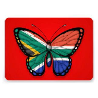 Bandera surafricana de la mariposa en rojo invitaciones personalizada