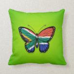 Bandera surafricana de la mariposa en verde almohadas