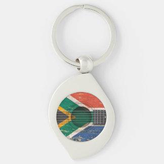 Bandera surafricana en la guitarra acústica vieja llaveros