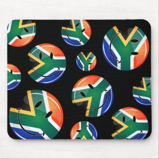 Bandera surafricana feliz redonda brillante alfombrillas de ratón