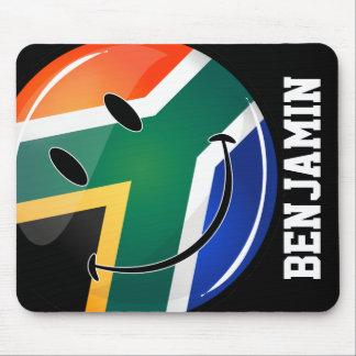 Bandera surafricana feliz redonda brillante tapetes de raton