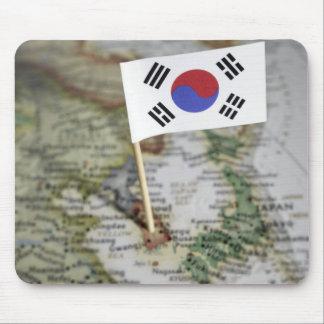 Bandera surcoreana en mapa alfombrillas de ratones