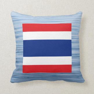 Bandera tailandesa que flota en el agua cojin