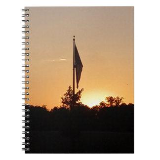Bandera tranquila en el crepúsculo cuadernos