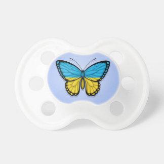 Bandera ucraniana de la mariposa en azul chupete de bebé
