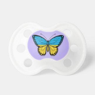 Bandera ucraniana de la mariposa en púrpura chupetes