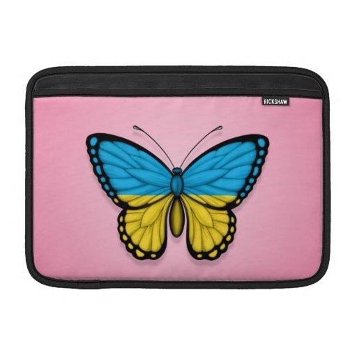 Bandera ucraniana de la mariposa en rosa fundas MacBook